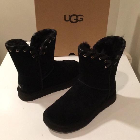 32206cef2a2 Ugg Aidah black short boots floor model Sz 7 ☃️❤️ NWT